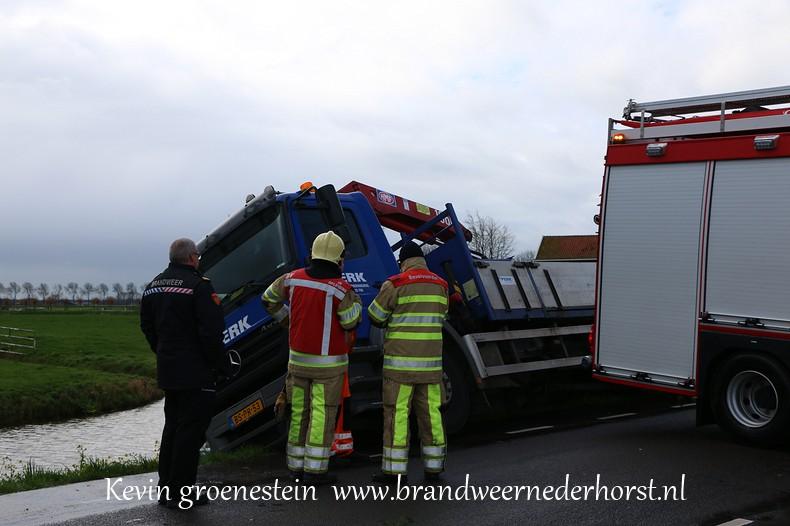 Vrachtwagen_Berm_Middenweg_Nederhorstdenberg (2)