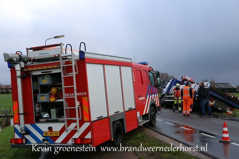 Vrachtwagen_Berm_Middenweg_Nederhorstdenberg (3)