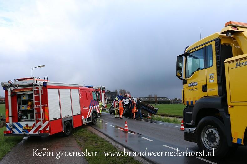 Vrachtwagen_Berm_Middenweg_Nederhorstdenberg (4)