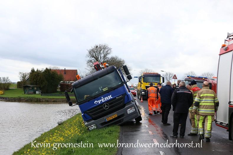 Vrachtwagen_Berm_Middenweg_Nederhorstdenberg (5)