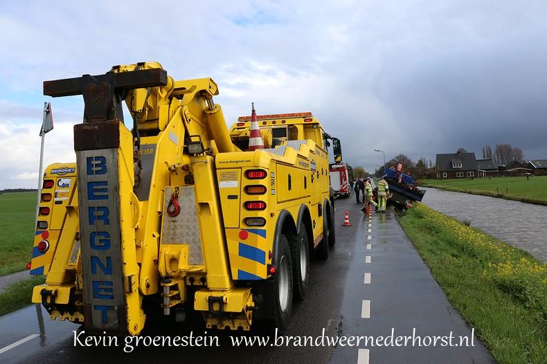 Vrachtwagen_Berm_Middenweg_Nederhorstdenberg (6)