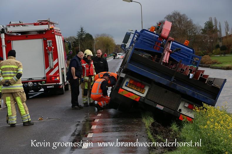 Vrachtwagen_Berm_Middenweg_Nederhorstdenberg (7)