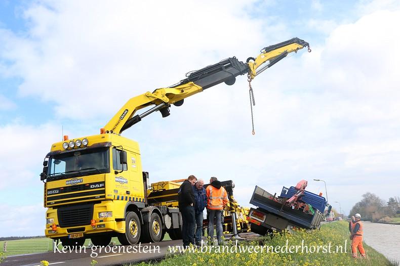 Vrachtwagen_Berm_Middenweg_Nederhorstdenberg (8)
