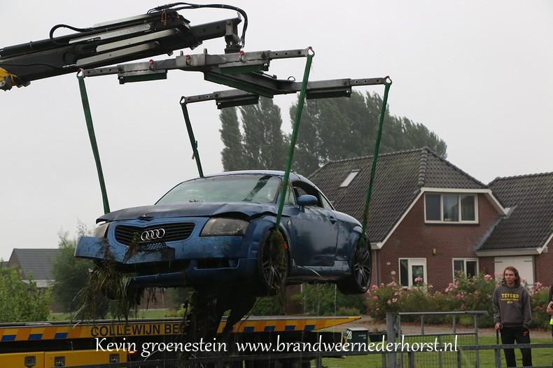 Auto_te_water_middenweg_nederhorstdenberg_3augustus2016 (10)