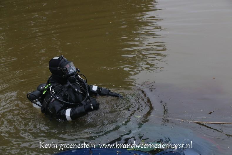Auto_te_water_middenweg_nederhorstdenberg_3augustus2016 (4)
