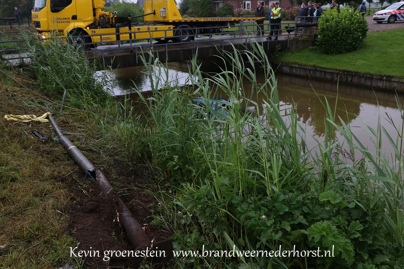 Auto_te_water_middenweg_nederhorstdenberg_3augustus2016 (6)