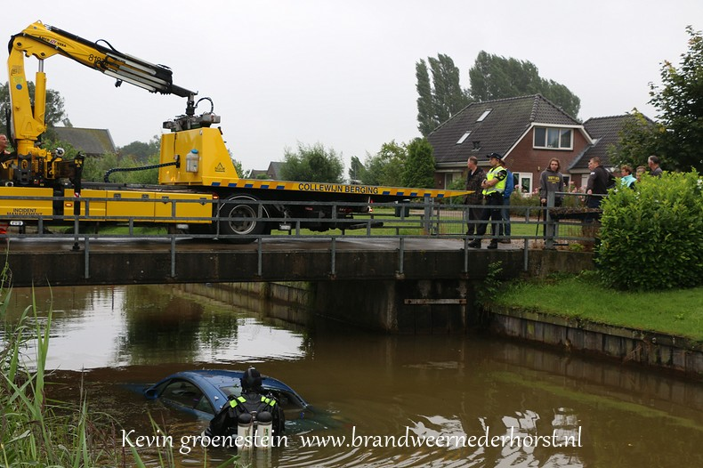 Auto_te_water_middenweg_nederhorstdenberg_3augustus2016 (7)